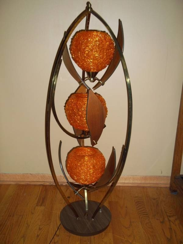 Mid Century Triple Globed Spaghetti String Tulip Table