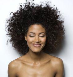 Pour débuter j'ai voulu une afro très court comme celle si, ayant les cheveux mi crépus, mi lisse il est difficile d'arrivé à une jolie #afro