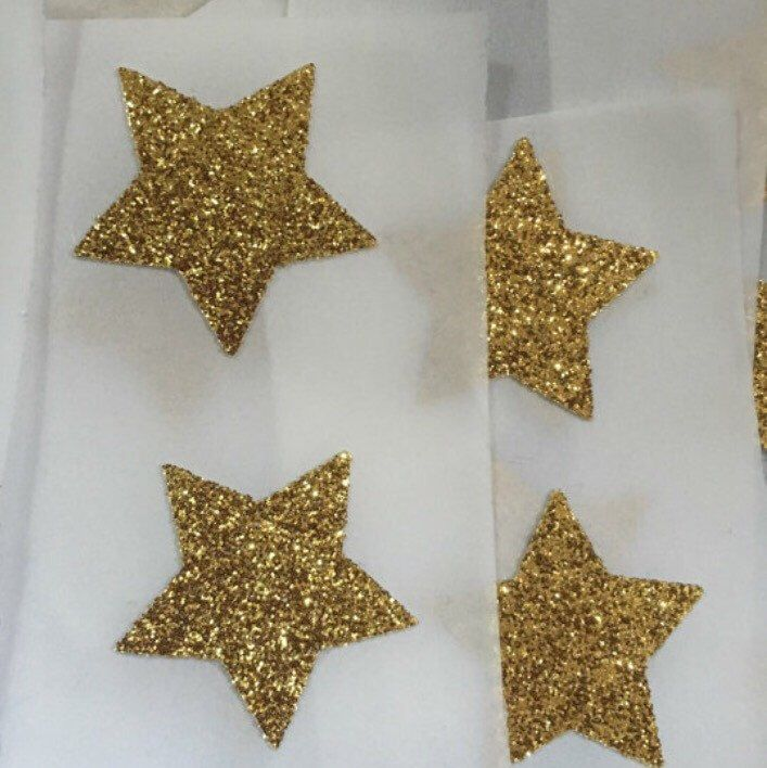 Simple but so glittery and gorgeous. These stickers are one of my favourite. Simple gold glitter stars. Perfect for your Christmas cards this year.