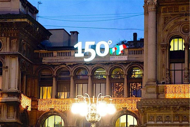 insegne luminose Piazza Duomo Milano, insegne luminose led, insegna luminosa 150° Anniversario dell' Unità D'Italia - Piazza Duomo Milano