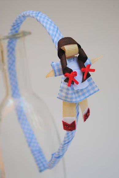 tiara da Dorothy, do clássico O Mágico de Oz esculturas feitas com fitas de tecido xadrez e gorgorão à mão.  **ARCO DE TAMANHO ÚNICO - 39CM DE PONTA A PONTA R$ 27,50