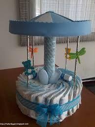 O bolo de fraldas é um hit dos chás de bebês. É um detalhe super especial da decoração e trás para a festa um toque de fofura que só as coisinhas do bebê tem! E o melhor, com algumas fraldas, fitas...