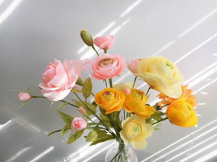 ☀️Venetian gold. #paperflowers #paperranunculus #paperroses #paperdahlia