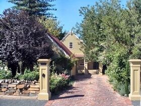 Perfect for groups and families of up to ten or still ideal for a couple. This is in Tanunda, Barossa region.  #Tanunda #Barossa #Holiday  www.ozehols.com.au/1058