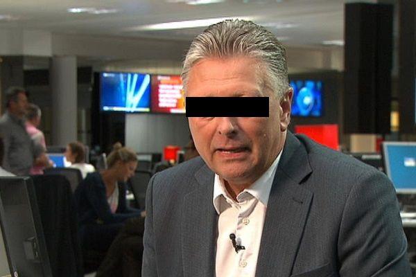 """De Vlaamse omroep VTM zal haar nieuwslezers voortaan onherkenbaar in beeld brengen.Met een zwart balkje voor hun ogen wil VTM meer respect tonen voor de privacy van de nieuwslezers. VTM Nieuws-presentator Dany V. (achternaam op zijn verzoek niet vermeld, red.) is blij met de privacymaatregel. """"Presentatoren realiseren zich vaak niet dat de televisiestudio volhangt met camera's. De kans bestaat dat [...]"""