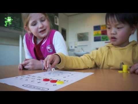 Uitleg van het spel 'Drie op een rij'. Doel: maken van optellingen en aftrekkingen tot 20.