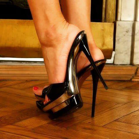 Free High Heels Femdom Porn Pics