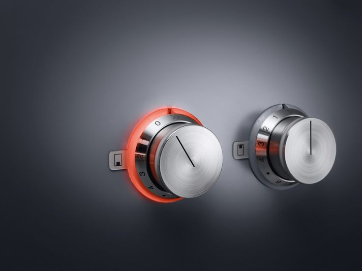 The Gaggenau iconic stainless steel control knobs illuminate with an orange ring when activated.