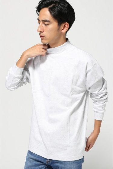 CAMBER] MAX WEIGHT MOCK TURTLE  CAMBER] MAX WEIGHT MOCK TURTLE 4656 CAMBERのモックネックカットソーです しっかりと目の詰まった生地感に独特のデザインなど他ブランドとの違いが顕著に見られます USA Tシャツらしいボックスシルエットがオーセンティックな雰囲気です 地がしっかりしており型崩れが無いのでジャケットスタイルでスタイリッシュに合わせがおススメです CAMBERキャンバー 1948年に生地の生産工場として発足したMade in U.S.A.にこだわる由緒正しいブランド 一貫してヘビーウェイトを追求したスウェットシャツやカットソー製品を生地や細部のパーツまで米国製を使用して生産しています Max Weightを掲げるだけあって数あるアメリカンTシャツの中でもタフさでは群を抜く存在のブランド モデルサイズ:身長:179cm バスト:81cm ウェスト:68cm ヒップ:89cm 着用サイズ:36