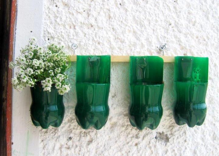 maceteros de botellas plasticas. jardin vertical