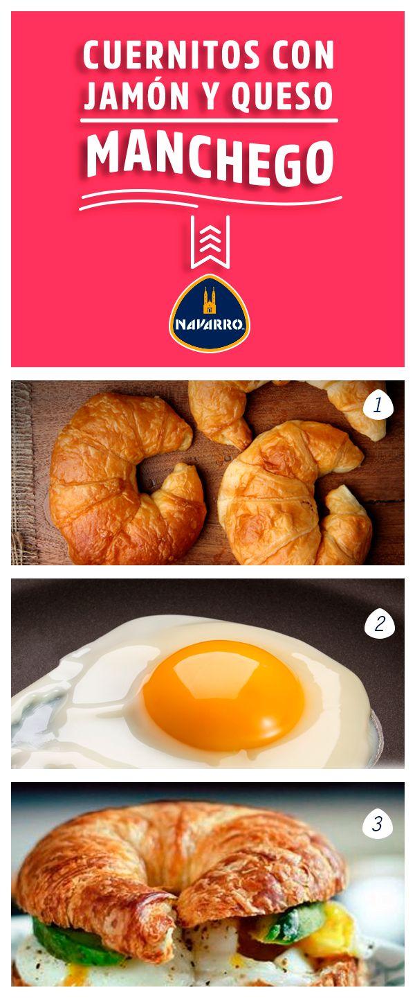 Y porque se puede, unos cuernitos con jamón, Queso Manchego NAVARRO y un huevo para desayunar rápido y rico. 1.- Corta un cuernito a la mitad y calíentalo en la sartén. 2.- Cocina un huevo estrellado y una vez que esté listo, agrégalo al cuernito. 3.- Agrega jamón, queso y aguacate.