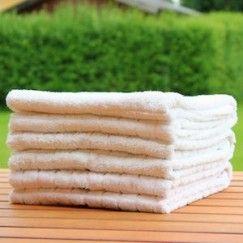 Handtücher falten und stapeln wie im Hotel - 3 Methoden mit Video und Schritt für Schritt Anleitung
