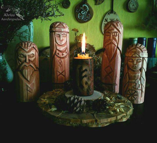 Pagan altar with Nordic Gods and Goddesses: Loki, Freya, Odin and Frigg. Hail!  Языческий алтарь и Северные Боги и Богини: Локи, Фрейя, Один и Фригг. Славьтесь! Alviss Asvelsignelse
