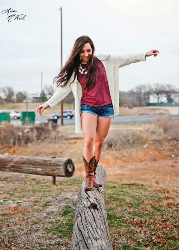 senior pictures, ideas for girls, athlete, posing, click the pic to see more