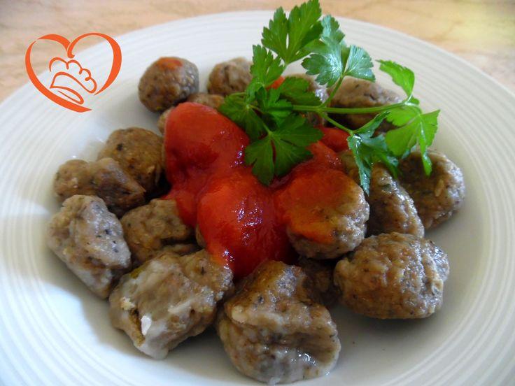 Gnocchi di melanzane con sugo al pomodoro http://www.cuocaperpassione.it/ricetta/74371f4c-9f72-6375-b10c-ff0000780917/Gnocchi_di_melanzane_con_sugo_al_pomodoro