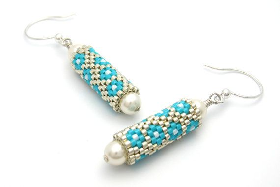 Flower earrings  beaded earrings  beaded bead by PembrokeBeadwork