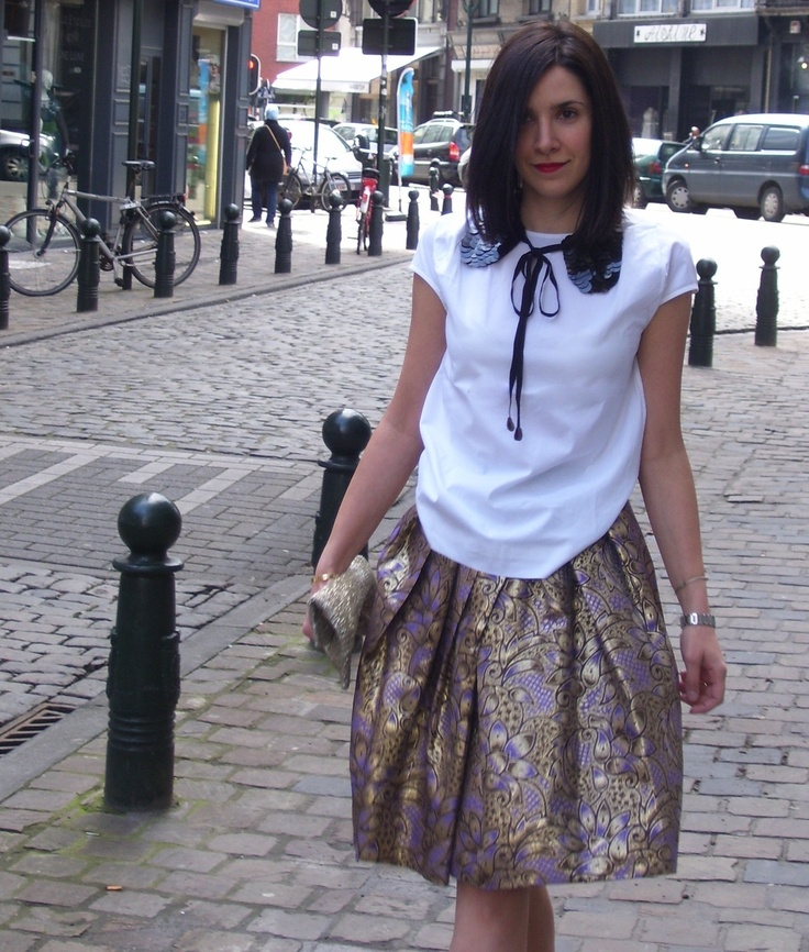 An oversized sequin collar in Brussels. Photo: Caterina: Photo
