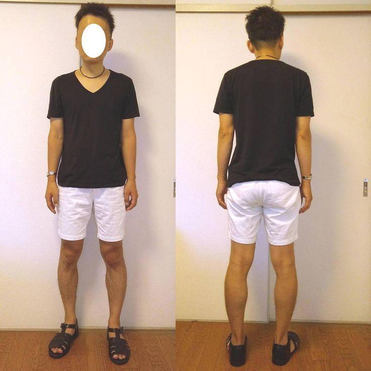 黒Tシャツとショートパンツのシンプルコーデです。MBさん的には裾幅ピチピチはNGですが、ゲイの場合は推奨です笑 また、ホワイトにすることで股関やヒップに陰影ができるのでさらにエロさを演出できます。 Tシャツ:SUNSPEL パンツ:FREAKS STORE サンダル:GU