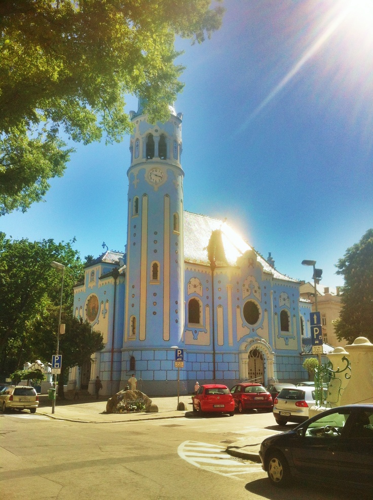 La iglesia de Santa Isabel (Kostol svätej Alžbety) conocida como la Iglesia Azul en Bratislava. More info at: http://en.wikipedia.org/wiki/Church_of_St._Elisabeth_(Bratislava)