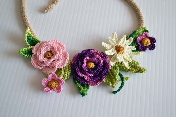 Crochet necklace choker