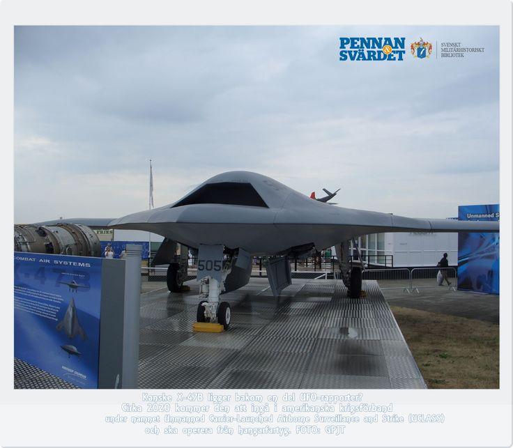 Vad har Star Wars att göra med Nordafrika? Första Star Wars-filmen spelades in där men gemensam nämnare är en flygfarkost inom modern krigföring. Fenomenet drönare/obemannad luftfarkost, UAV, Unmanned Aerial Vehicle. Star Wars-liknande UAV:en är tveklöst Northrop Grummans X-47B som visar hur de amerikanska hangarfartygens flygplan kommer att se ut om några år. Planet planeras att förbandssättas cirka 2020. Farkosten opererar i sex timmar. Den kan lufttankas för att nå längre än vad den idag…