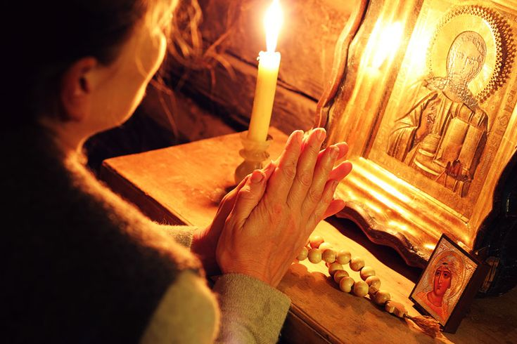 Scurtă, dar PUTERNICĂ! Rugăciune de seară în 4 puncte!