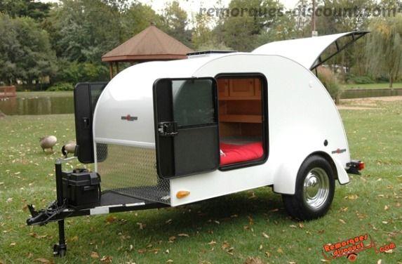 Une petite #remorque en forme de #caravane! ça donne envie de #voyager!! c'est très #original ;)  #remorque #caravane #original #petite_caravane #voyage  #plaisir   Nos accessoires remorques sont ici>> http://remorques-discount.com/fr/