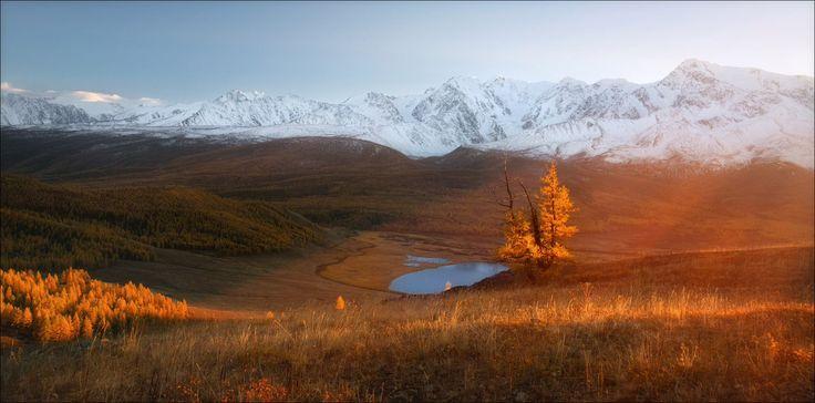 Алтай. Северо-Чуйский хребет, плато Ештыкель, озеро Джангысколь. Конец сентября 2017 года