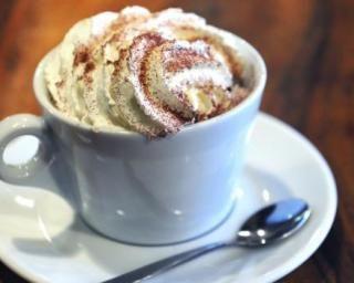 Café viennois à la chantilly légère : http://www.fourchette-et-bikini.fr/recettes/recettes-minceur/cafe-viennois-la-chantilly-legere.html