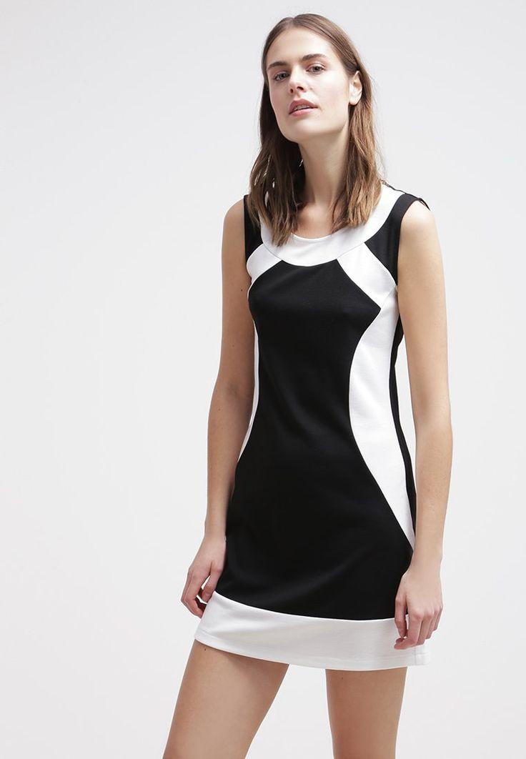 Dit jurkje is perfect voor een zaterdag avondje opstap. Shop hier vanaf: € 39,95