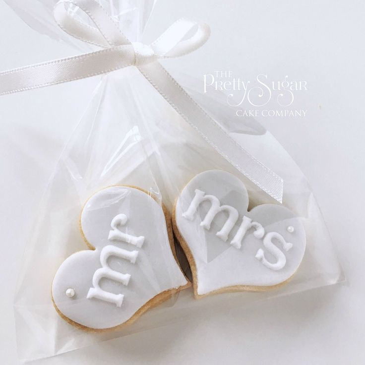 Mr and Mrs wedding favour cookies in grey with pearl detail