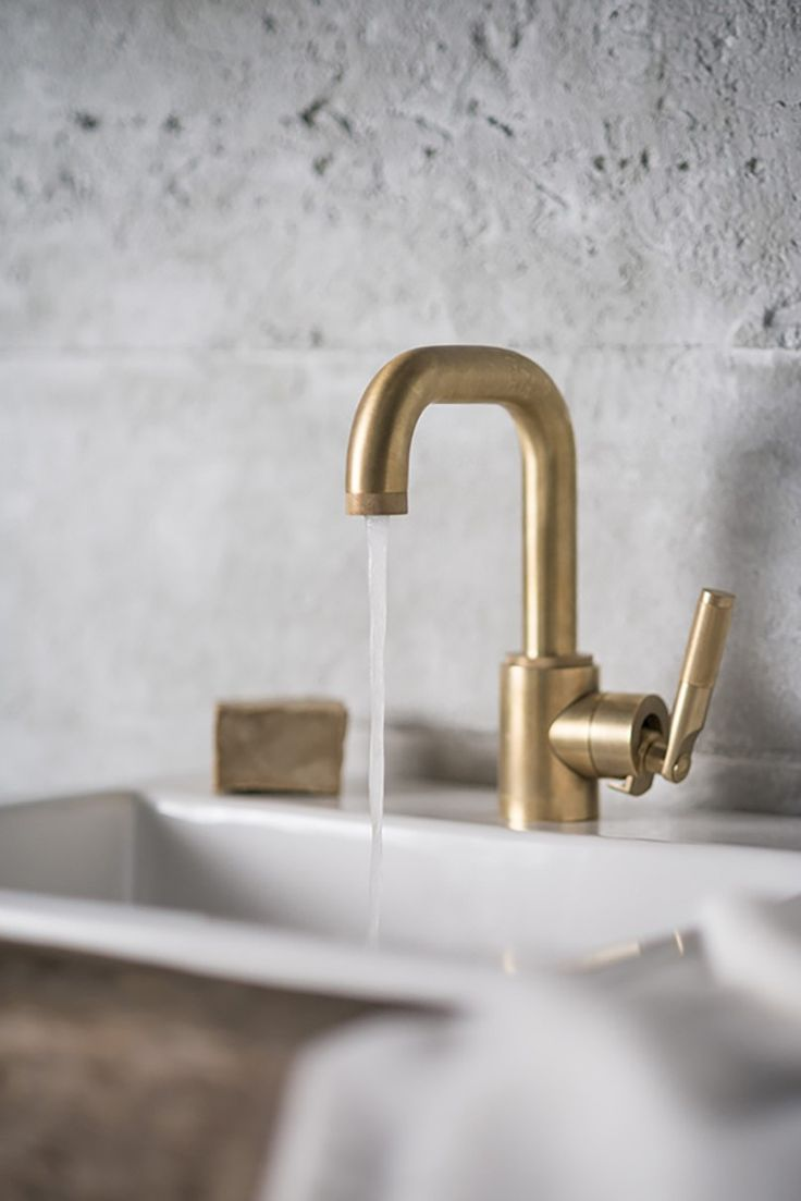 British manufacturer Samuel Heath offers a collection of beautifully crafted bathroom fittings and hardware