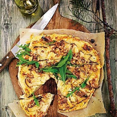 Pizza med Karljohansvamp och valnötter