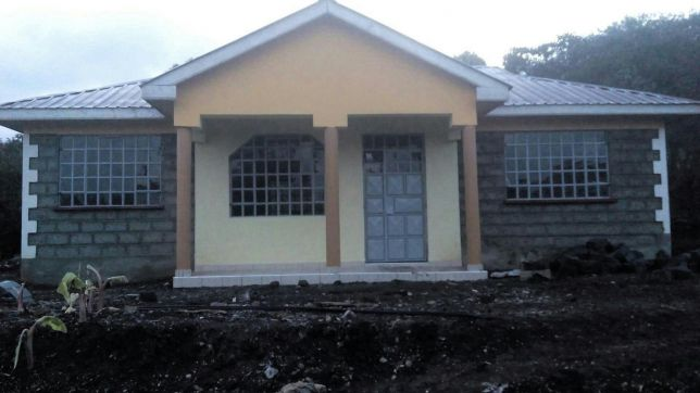 3 Bedroomed Executive houses for sale. Next to Tuskeys, about 250 m off the main road near Matasia Centre. Easily accessible with water and electricity. 4 units each with a title, well finished and se...