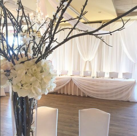 Lovely and simple head table decor | Moncton Wedding Decor | Unico Decor