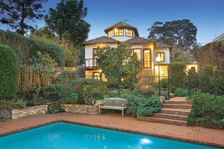 32 Young Street, KEW - Marshall White
