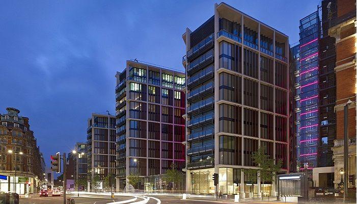 Penthouse D, One Hyde Park - 225 milyon Dolar - Gayrimenkul alırken, güvenliğe önem veriyorsanız, burası tam size göre. Ama bunun için 225 milyon dolarınız olmalı. Pencereleri kurşun geçirmek camdan olan bu mülkün panik odası ve göz tarayıcıları bulunuyor. Penthouse başkentin en değerli mülklerinden birisi. İki katlı 6 yatak odalı olan evlerinde bulunduğu Penthouse'da, şarap tatma odaları ve squash oyun alanı da bulunuyor.