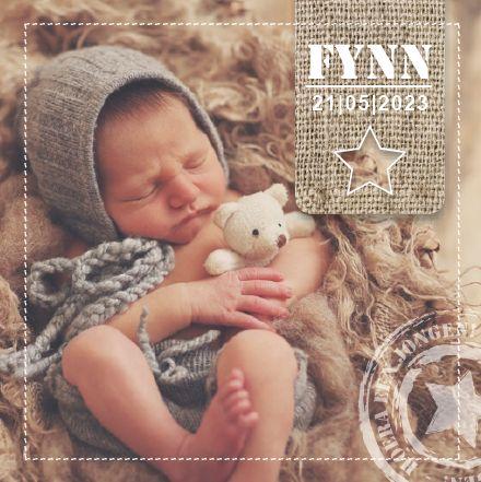 Geboortekaartje FYNN www.hetuilennestje.nl Babyfoto, jute, ster, stempel, stoer, naturel.