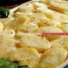 Batata ao forno             Ingredientes  1kg de batatas cozidas em rodelas grossas  1 copo de requeijão cremoso  1 xícara (chá) de leite  ...