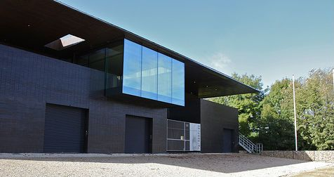 Univ's award-winning boathouse. The Boathouse Clubroom is fully accessible and peaceful with stunning views over the river, ideal for away days and team meetings. Find out more at univ.ox.ac.uk