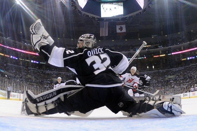 jonathan quick glove save la kings hockey pinterest