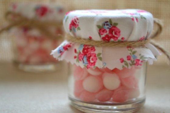 goodies favours cadeaux pour les invités pot de confiture petit bonbon mariage liberty