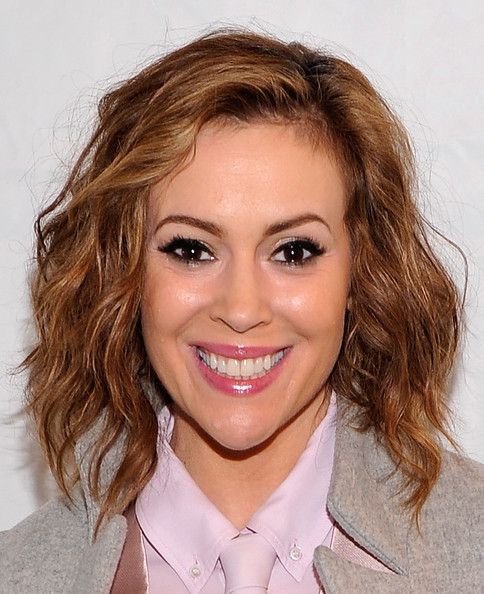 Alyssa Milano Medium Wavy Cut - Medium Wavy Cut Lookbook - StyleBistro