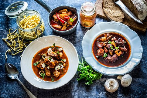 K obědu, večeři, na chatě nebo v přírodě v kotlíku, guláš nikdy nezklame. Zkuste pikantní krůtí, vepřový s houbami nebo hovězí na pivě.