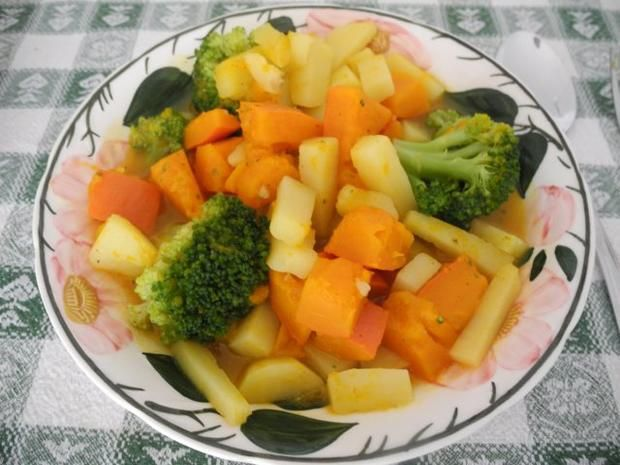 Schonkost : Kürbis - Kartoffel - Brokkoli in Gemüsebrühe gekocht - Rezept - kochbar.de