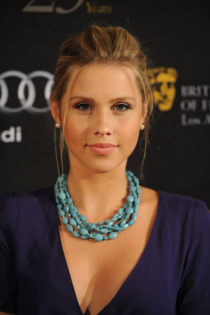 Claire Holt is a knockout!, and she looks like she actually Eats!!