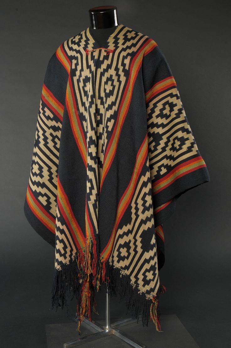 Poncho  mapuche  .   Museo Histórico Nacional