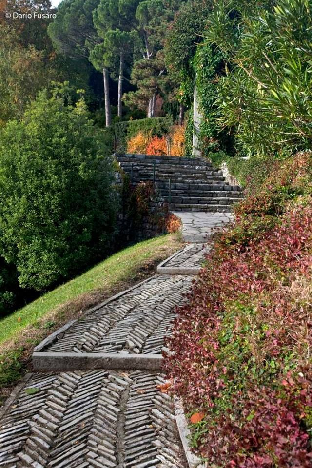 A VILLA GARDEN Location: Como, Lombardy, Italy Designer: Pietro Porcinai (1910-1986) who many think was the best Italian landscape architect of the 20th century.