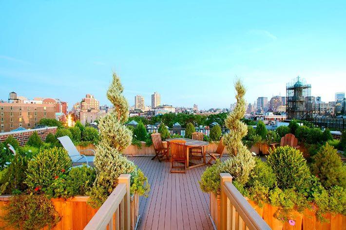 Открытая терраса с садом на крыше фото