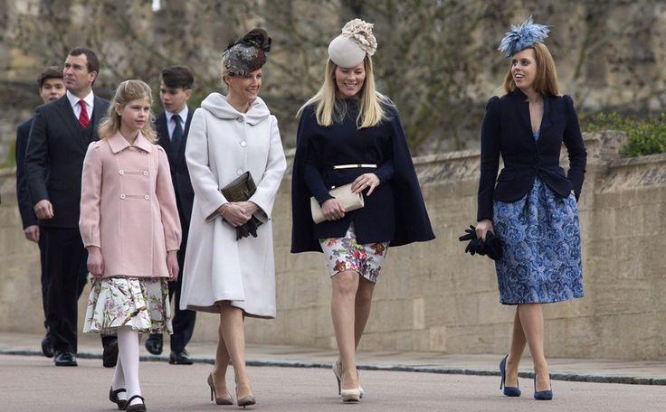 Sophie van Wessex (met de lichte mantel), de vrouw van prins Edward, staat tegenwoordig bekend als de stille kracht van de Windsors.